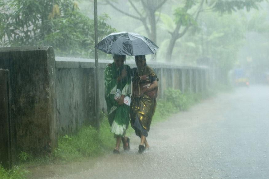 स्काईमेट ने भी कहा था कि इस साल सूखा पड़ने की आशंका नहीं है. एजेंसी का कहना था कि इस साल जून-सितंबर के बीच 100 फीसदी मानसून का अनुमान है. पूरे सीजन के लिए 96 से 104 फीसदी बारिश होने की संभावना 55 फीसदी है. रिपोर्ट के अनुसार पूरे सीजन में बारिश की संभावना 5 फीसदी है. वहीं, सामान्य से ज्यादा बारिश की संभावना 20 फीसदी है. वहीं, इस साल सामान्य से कम बारिश की भी संभावना 20 फीसदी है.