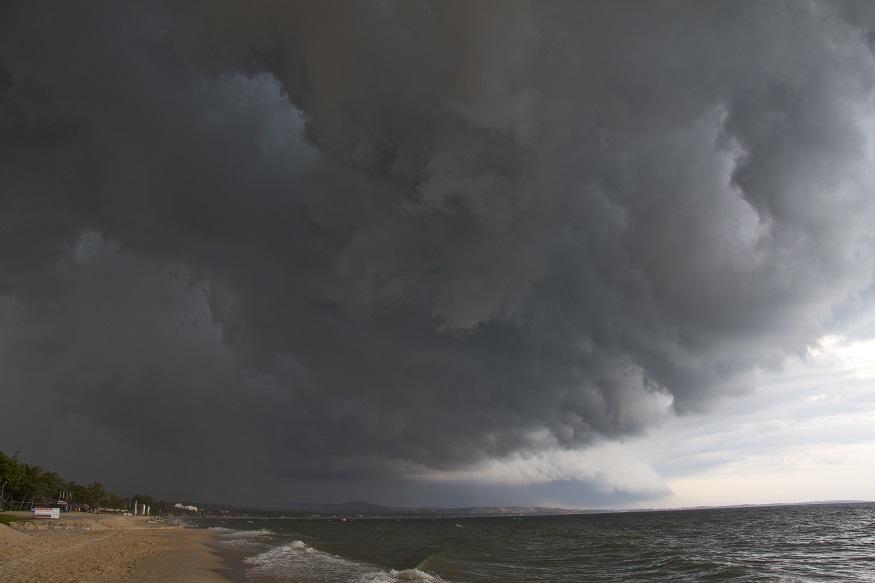 भारतीय मौसम विज्ञान विभाग (आईएमडी) ने कहा है कि जून से सितंबर के बीच 100 फीसदी बारिश हो सकती है. सामान्य से ज्यादा बारिश होने की संभावना 20 फीसदी है. रिपोर्ट में ये भी कहा गया है कि इस साल सूखा पड़ने की संभावना जीरो फीसदी या फिर कम से कम है.