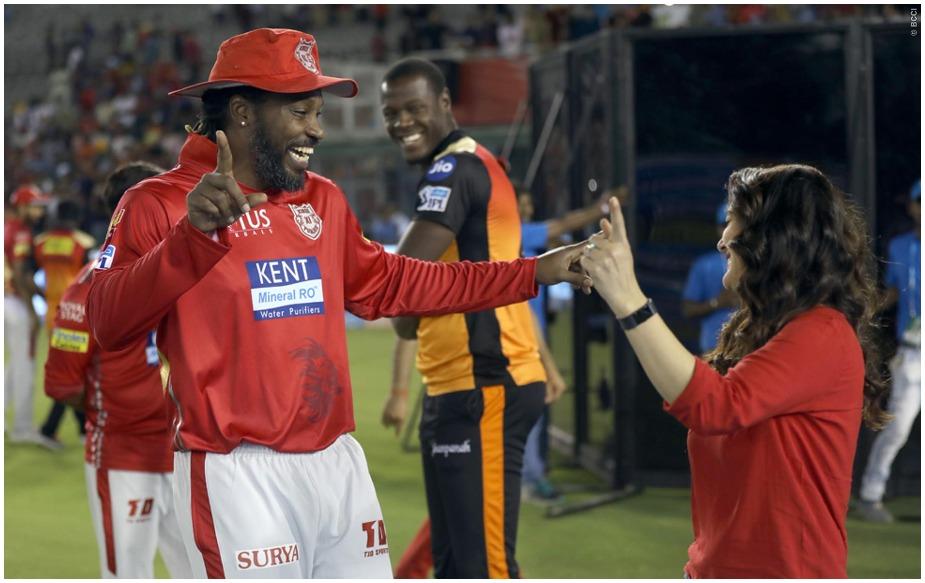 19 अप्रैल को मोहाली में किंग्स इलेवन पंजाब ने आईपीएल की दमदार टीमों में शुमार सनराइजर्स हैदराबाद को क्रिस गेल की नाबाद 104 रन की पारी के दम पर 15 रन से हराया. पंजाब ने 193 रन बनाए थे जबकि सनराइजर्स 174/4 का स्कोर ही बना सकी. जीत का जश्न गेल और प्रीति जिंटा ने ख़ास अंदाज में मनाया.