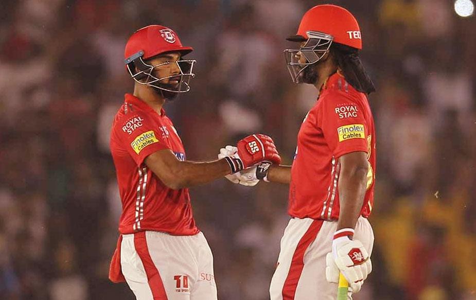 """ख़ुद भी अच्छे फॉर्म में चल रहे राहुल ने मैच के बाद कहा, """"यह हमारी टीम के लिए शानदार ख़बर है और अन्य टीमों के लिए बुरी खबर कि क्रिस गेल गेंद को काफी अच्छी तरह हिट कर रहे हैं. हम सभी को पता है कि वह ऐसा खिलाड़ी है जो अकेले दम पर मैच जिता सकता है और विरोधी आक्रमण को ध्वस्त कर सकता है और उसने ऐसा ही किया."""" (BCCI)"""