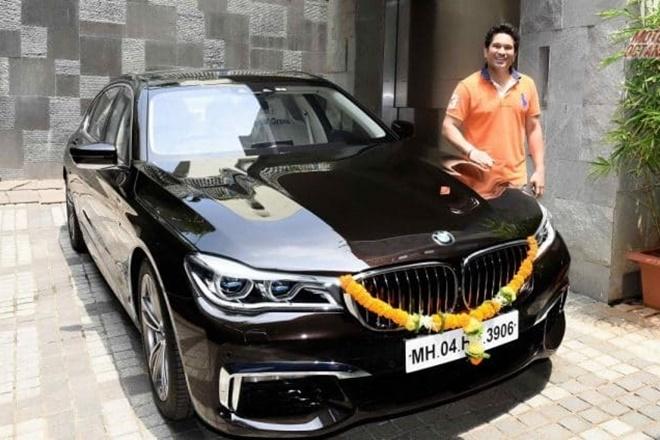 सचिन के कार कलेक्शन मेंBMW 750Li M Sport कार भी शामिल है. यह कार 2016 Auto Expo में लॉन्च हुई थी. इस कार में 4.4-litre engine लगा है. यह कार 450 hp की पावर और 650 Nm का टॉर्क जनरेट करती है. इस कार की कीमत 1.9 करोड़ रुपए है. इसके अलावा भी सचिन के कार कलेक्शन मेंNissan GT-R,BMW M6 Gran Coupe और BMW M5 आदि शामिल है.