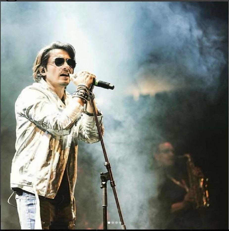 उनका गाना 'देखा' को हॉलीवुड फिल्म वॉलस्ट्री- मनी नेवर स्टॉप्स में भी फीचर किया जा चुका है. ये गाना उनकी एलबम masty से लिया गया था.