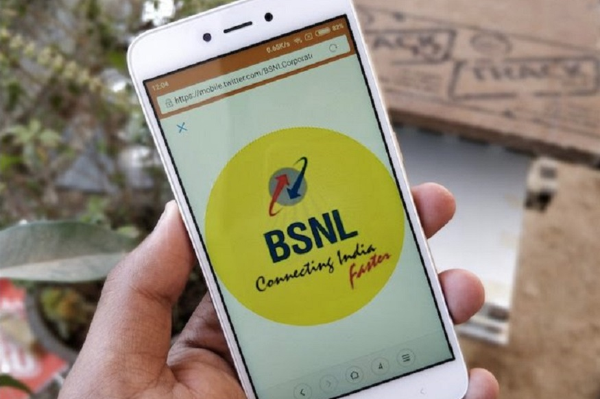 अपने सब्सक्राइबर्स की संख्या में इजाफा करने लिए BSNL अबतक कई प्रीपेड प्लान बदल चुका है. बहरहाल, अब BSNL ब्रॉडबैंड कनेक्शन वालों के लिए एक बेहतरीन ऑफर लाया है जिसके जरिए उसे उम्मीद है कि वह सब्सक्राइबर्स की संख्या में इजाफा कर पाएगा. नई स्कीम में कंपनी नए लैपटॉप या डेस्कटॉप खरीदने वालों को दो महीने का फ्री ब्रॉडबैंड कनेक्शन दे रहा है. इन कस्टमर्स को BBG Combo ULD 45GB प्लान मिलेगा. वैसे अगर आपने नया लैपटॉप नहीं भी खरीदा है तो इस प्लान का आप लाभ महज 99 रुपये में ले सकते हैं.