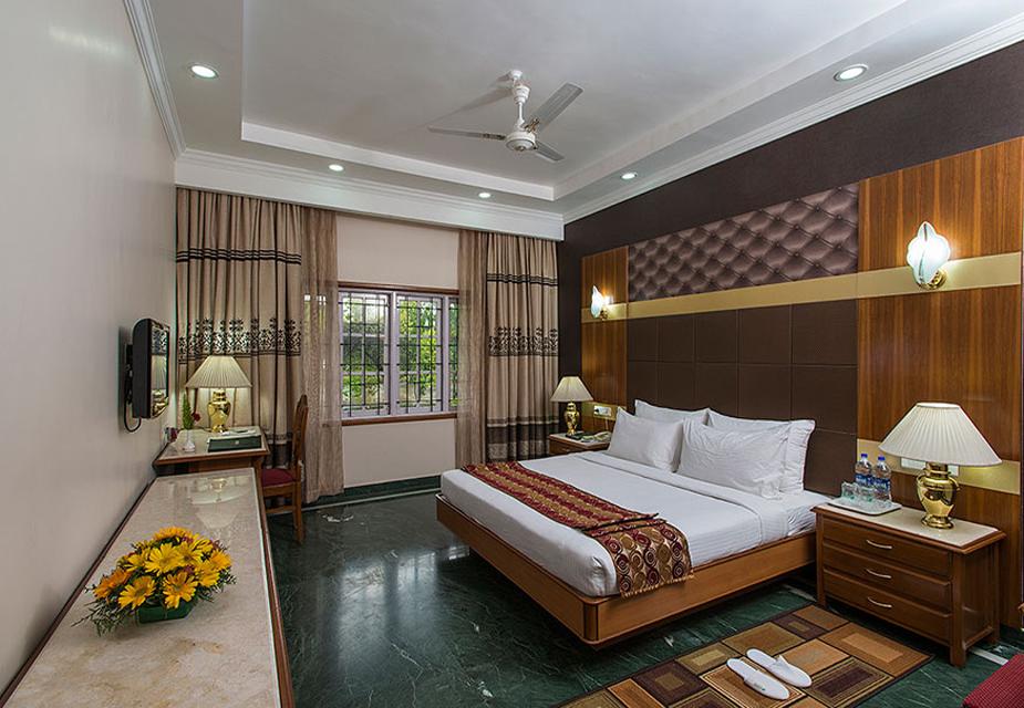 जहां कांग्रेस अपने विधायकों को रखेगी वो एगल्टन रिसॉर्ट बेंगलुरु के सबसे महंगे होटलों में से एक है. यहां ऐशो-आराम की तमाम सुविधाएं मौजूद हैं.(image credit: Eagleton India)