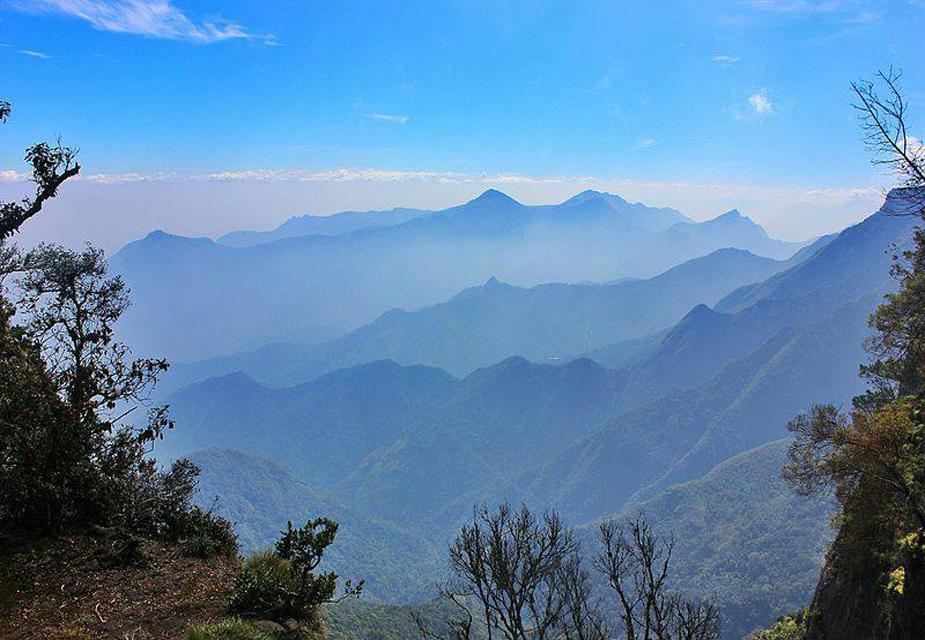 समुद्र तल से 1300 मीटर की ऊंचाई पर स्थित कोडाक्षाद्री, कर्नाटक के सबसे मशहूर ट्रेकिंग डेस्टिनेशन्स में से एक है. ये मैंगलोर से 160 किलोमीटर दूर है. टूरिस्ट जीप के ज़रिए भी कोडाक्षाद्री पहुंचा जा सकता है. यहां वेस्टर्न घाट और सनसेट का नज़ारा देखने लायक है.(image credit: Facebook.com)