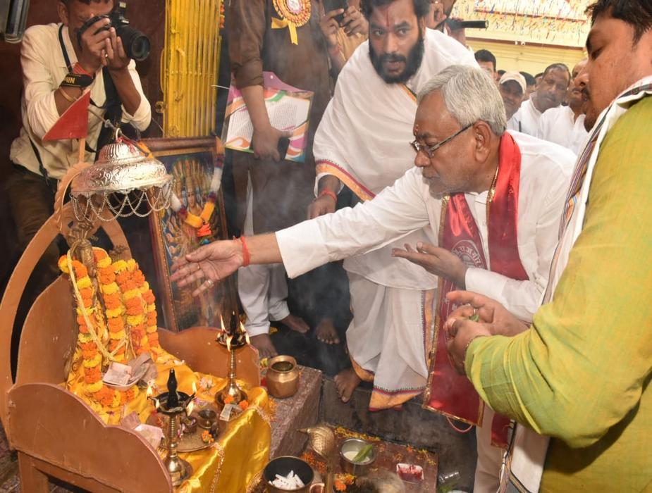 बिहार के राजगीर में बुधवार को ऐतिहासिक और पौराणिक मलमास मेला शुरू हो गया.