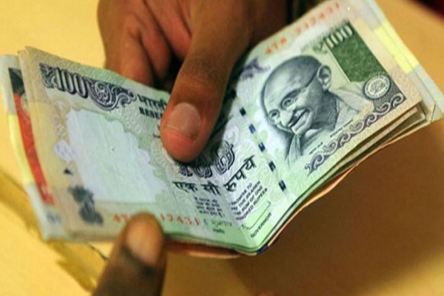 AU स्मॉल फाइनेंस बैंक: यह जयपुर बेस्ड बैंक है. 1 करोड़ रुपए से कम की 3 साल की FD पर सालाना ब्याज दर 7.25 फीसदी, सीनियर सिटीजन के लिए 7.75 फीसदी है. 3 साल 1 दिन की FD पर 7.30 फीसदी, सीनियर सिटीजन के लिए 7.80 फीसदी है.