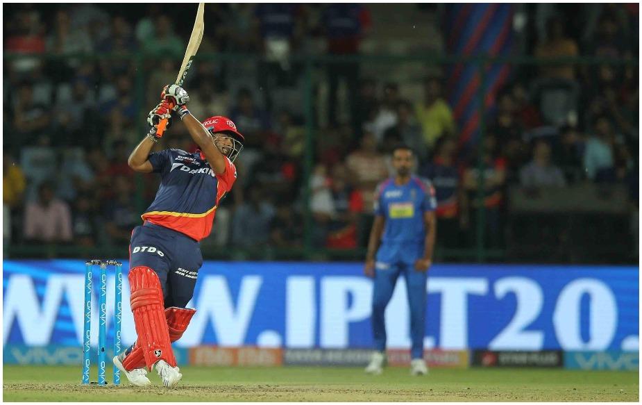 रिषभ पंत ने चेन्नई के खिलाफ 38 गेंद की पारी खेली. इस दौरान 18 रन बनाते ही उनके आईपीएल 2018 में 600 रन पूरे हो गए. पंत ने मौजूदा सीजन में अब तक खेले 13 मैचों में 51.66 के औसत से 620 रन बनाए हैं, जिसमें एक शतक और चार अर्धशतक शामिल हैं. जबकि उनके नाम 33 छक्के भी दर्ज हैं.