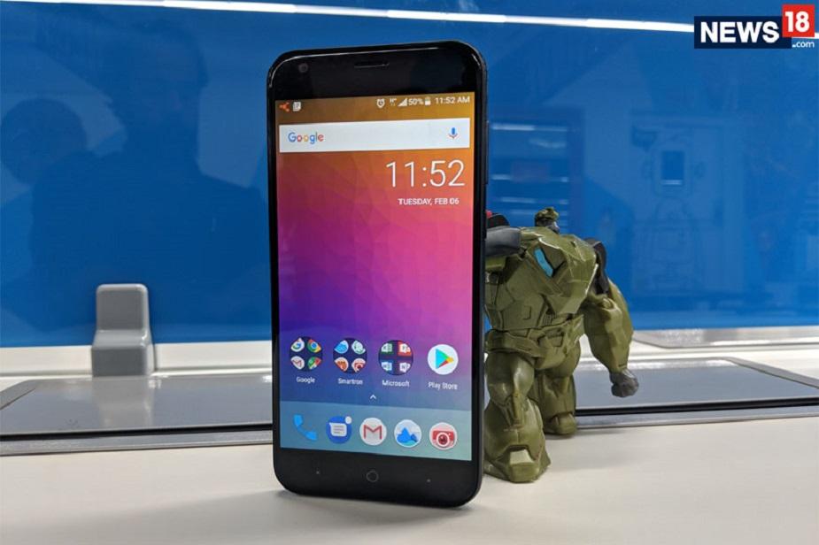 इस मोबाइल में एक्सचेंज ऑफर पर 6,000 रुपये तक का डिस्काउंट मिल रहा है. 6,000 रुपये तक के डिस्काउंट के बाद इस मोबाइल की कीमत सिर्फ 499 रुपये रह जाती है. Smartron t.phone P स्मार्टफोन में 1.1 गीगाहर्ट्ज ओक्टा कोर प्रोसेसर है और इसमें 3GB की रैम है. इस मोबाइल फोन की सबसे दमदार चीज इसकी बैटरी है.