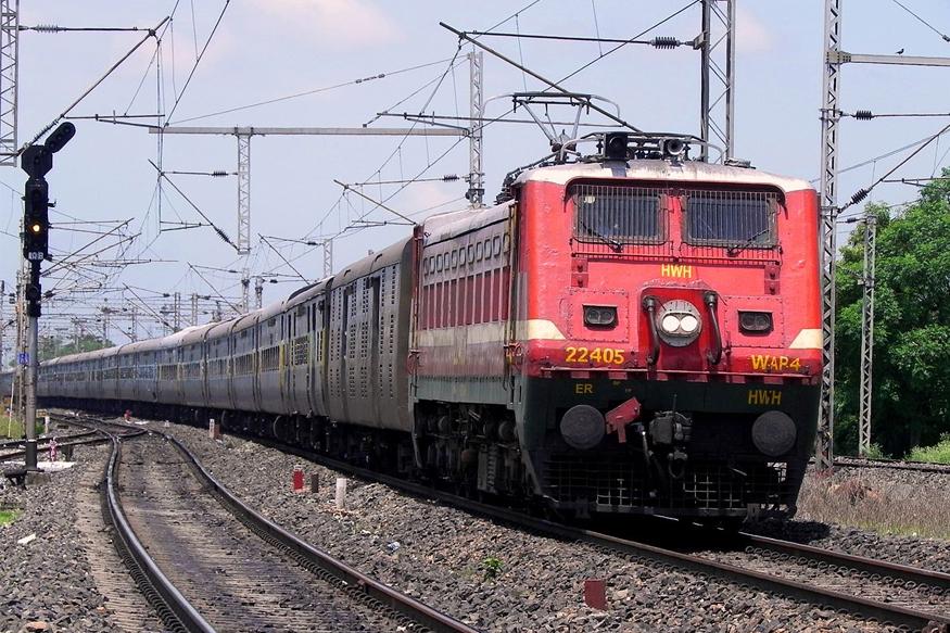अगर आपको रेल यात्रा के दौरान कोई शिकायत है और आप अपने शिकायत का निवारण जल्द से जल्द चाहते हैं तो परेशान होनी की जरूरत नहीं, भारतीय रेलवे ने रेल यात्रियों के शिकायत का समाधान करने के लिए एक ऐप लॉन्च किया है. इस ऐप का नाम 'Rail MADAD' (Mobile Application for Desired Assistance During travel) है जिसमें आप ट्रेन में सफर करने के दौरान रेलगाड़ी के लेट होने से लेकर किसी भी तरह की शिकायत सिर्फ एक क्लिक में कर सकते हैं.