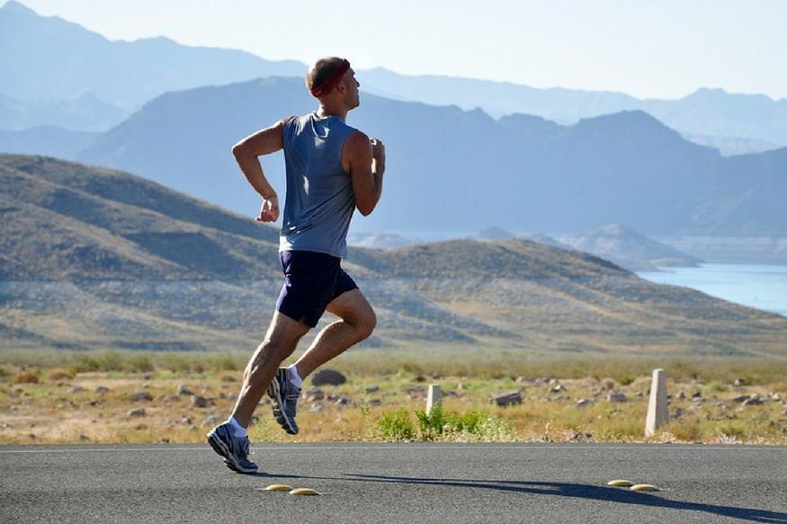 कम से कम रोज 30 मिनट व्यायाम करें यह शरीर की चर्बी को घटाने के साथ ही मोटापे से संबंधित बीमारियों जैसे मधुमेह, ह्रदय रोग होने की संभावना भी कम करता है. यह उच्च रक्तचाप और तनाव को भी कम करता है. कमर के आसपास और पूरे शरीर की चर्बी को कम करने के लिए व्यायाम करना फायदेमंद होता है.