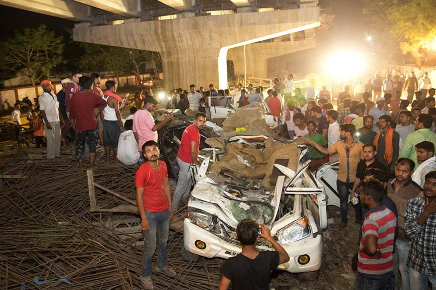 वाराणसी के कैंट रेलवे स्टेशन के पास मंगलवार शाम बड़ा हादसा हुआ. निर्माणाधीन फ्लाईओवर का स्लैब सड़क पर गिर गया. इसकी चपेट में दर्जनों वाहन आ गए. हादसे में 50 से ज्यादा लोग फंस गए.तस्वीरें बयां करती हैं कि हादसा कितना वीभत्स रहा होगा. आगे की स्लाइड्स में देखें रौंगटे खड़े कर देने वाली तस्वीरें. (image credit: AP)