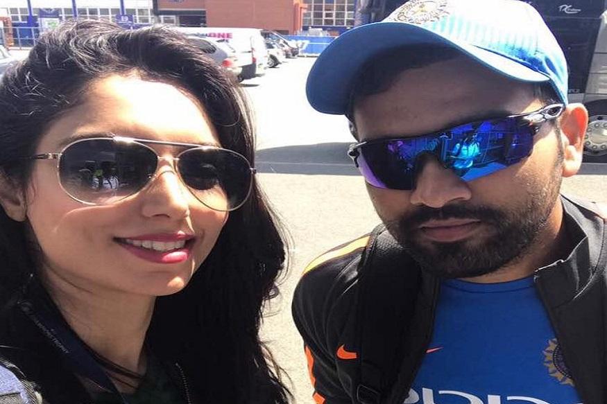 वहीं, रोहित शर्मा के साथ भी उनकी सेल्फी को सोशल मीडिया पर काफी लाइक्स मिले थे.