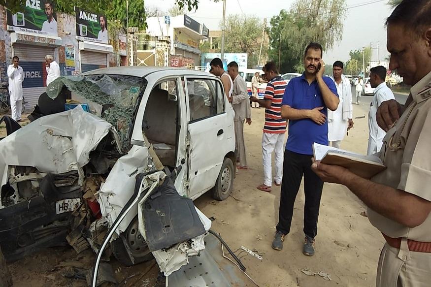 आसपास के लोगों ने पुलिस की सहायता से कार सवार लोगों को कार से बाहर निकाला और फतेहाबाद के सरकारी अस्पताल में इलाज के लिए भर्ती करवाया, जहां पर 3 लोगों की गंभीर हालत को देखते हुए उन्हें अगरोहा रेफर कर दिया गया.
