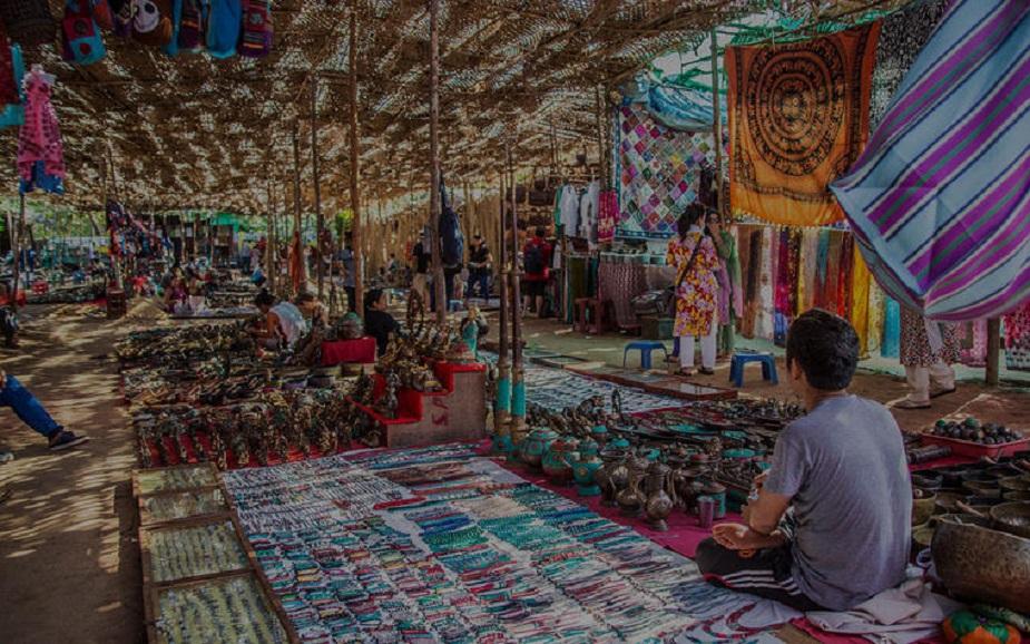 जयपुर, राजस्थान: जयपुर मार्केट में सेकेंड हैंड कपड़ें मिलते हैं. यहां 20 रुपए से 300 रुपए में सेकंड हैंड कपड़े मिल जाएंगे. यहां शर्ट, पैंट, जींस, ड्रेस, सूट-सलवार, जैकेट खरीद सकते हैं जो नए कपड़ों की ही तरह लगते हैं.