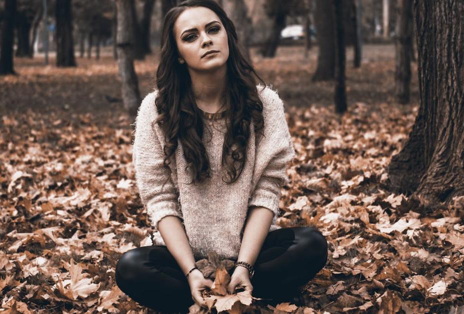 व्हाइट मैटर के द्वारा ही हम भावनाओं को महसूस कर पाते हैं और कुछ सोचने की क्षमता रख पाते हैं. हालांकि डिप्रेशन लोगों के लिए आज के समय में एक साधारण-सी बीमारी हो चुकी है जिसमें अगर व्यक्ति को नींद ना आए, घबराहट हो या स्ट्रेस हो तो समझ लीजिए कि आप डिप्रेशन का शिकार हो रहे हैं.