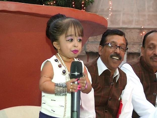 ज्योति आमगे का जन्म 16 दिसंबर 1993 को नागपुर में हुआ था. ज्योति के माता-पिता का नाम रंजना और किशन है. ज्योति पढ़ने में बहुत तेज हैं और इन्होंने ग्रेजुएशन की पढ़ाई पूरी कर ली है