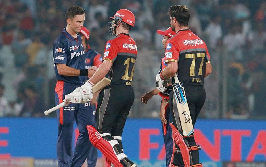दिल्ली ने पहले बल्लेबाज़ी करेत हुए रिषभ पंत (61) और अपना पहला आईपीएल मैच खेल रहे अभिषेक शर्मा (46) के दम पर 20 ओवरों में चार विकेट के नुकसान पर 181 रनों का चुनौतीपूर्ण स्कोर खड़ा किया था. बैंगलोर ने एबी डिविलियर्स (नाबाद 72) और कप्तान विराट कोहली (70) के बीच हुई शतकीय साझेदारी के बूते एक ओवर पहले पांच विकेट खोकर लक्ष्य हासिल कर लिया.(BCCI)