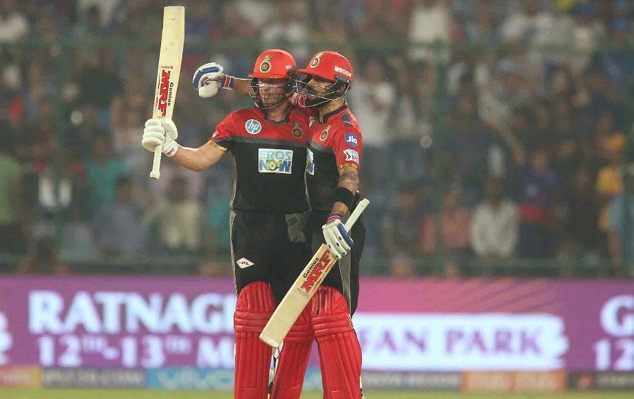 डिविलियर्स ने 19वें ओवर की आखिरी गेंद पर छक्का मार अपनी टीम को जीत दिलाई. अपनी नाबाद पारी में डिविलियर्स ने 37 गेंदों का सामना करते हुए छह छक्के और चार चौके लगाए.(BCCI)