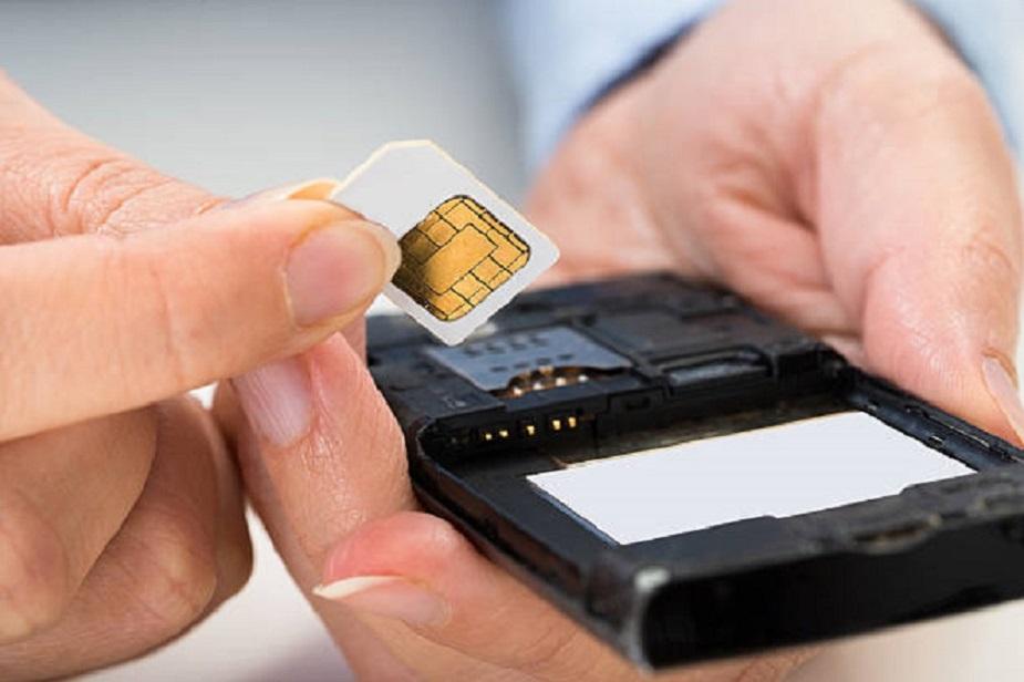टेलीकॉम कंपनियों को वर्चुअल ID की प्रक्रिया शुरू करने के लिए 1 जुलाई से पहले अपने सिस्टम में जरूरी बदलाव करने होंगे. अगर आपके पास आधार कार्ड है और आप अपना यूनीक आधार नंबर किसी के साथ साझा नहीं करना चाहते हैं तो आप वर्चुअल आईडी का विकल्प अपना सकते हैं.