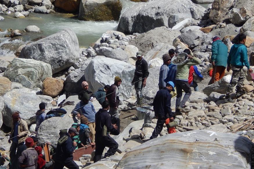 16 जून 2013 के रात 8 बजे तक केदारपुरी में मंदाकिनी के किनारे बसे होटल और पुल सभी मंदाकिनी के तेज़ बहाव में बह गए.