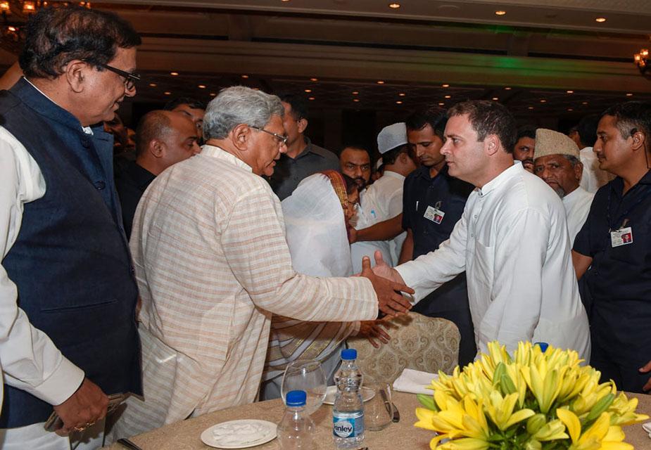 राहुल गांधी ने इफ्तार पार्टी में 17 विपक्षी दलों के नेताओं को आमंत्रित किया था, लेकिन कई दलों के दिग्गजों यहां अनुपस्थित दिखे.