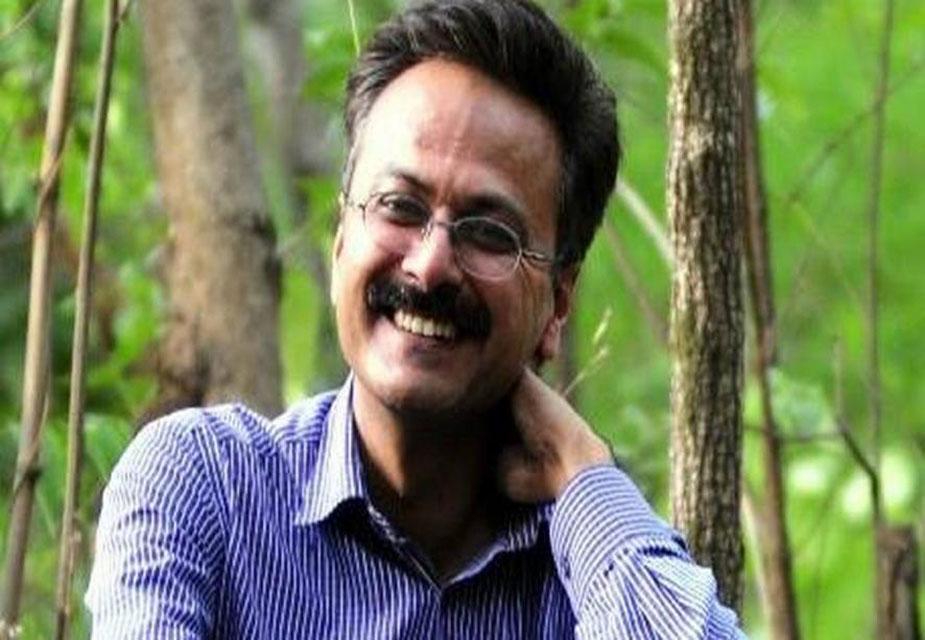 यूपी एटीएस के एएसपी राजेश साहनी 29 मई को उनके दफ्तर में मृत पाए गए. उनकी गोली लगने से मौत हो गई थी. 1992 बैच के पीपीएस सेवा में चुने गए राजेश साहनी 2013 में अपर पुलिस अधीक्षक बने थे. एटीएस में रहते हुए राजेश साहनी ने कई ऑपरेशन्स को सफलतापूर्ण अंजाम दिया. वो कई आतंकियों को गिरफ्तार करने में भी सफल रहे. (image credit: Hindi.Firstpost.com)