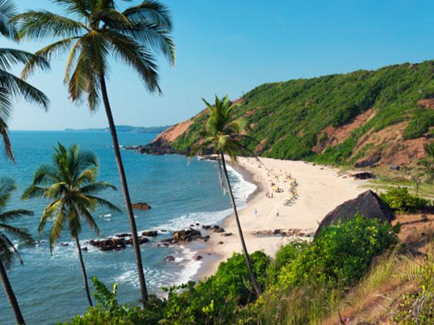 गोवा: गोवा टूरिस्ट के लिए ऑल टाइम हिट है. आप यहां साल भर में कभी भी घूमने आ सकते हैं. मॉनसून में यहां अाना तो और भी अच्छा है; प्राकृतिक सुंदरता, साफ-सुथरे बीच और यहां का कल्चर आपको लुभाएगा.