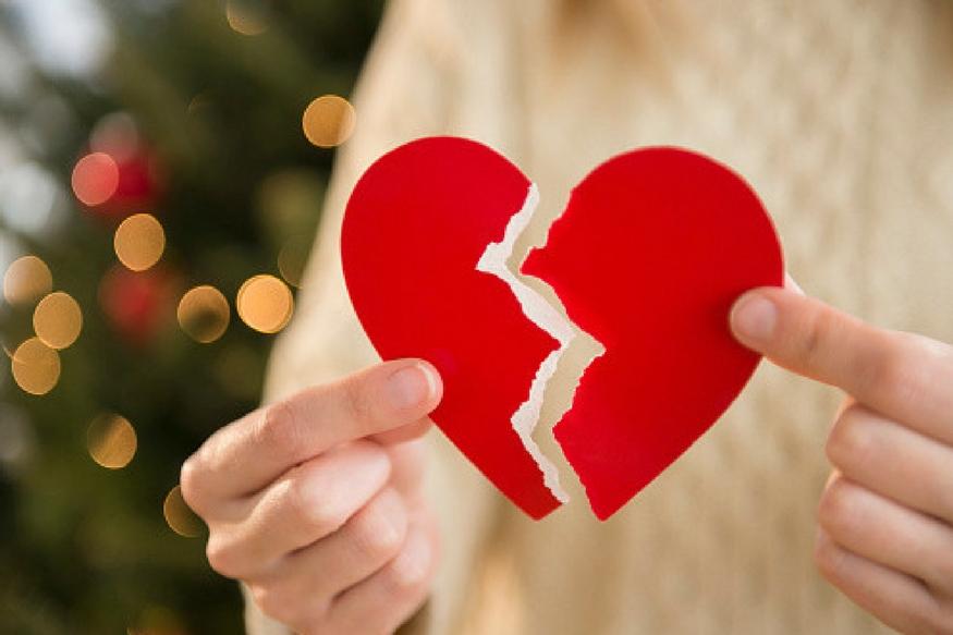 Zodiac Sign Are Not Loyal:आज के जमाने में न हर रोज नया प्यार होना कोई नई बात है और न ही प्यार में धोखा मिलना कोई नई बात है. यंग जनरेशन के लिए प्यार में धोखा मिलना यानी हर दूसरे दिन 'पैचअप' और 'ब्रेकअप' होना बहुत ही आम बात हो गई है.ऐसा नहीं है कि आजकल किसी को सच्चा प्यार नहीं होता, लेकिन कभी-कभी सच्चा प्यार करने वालों को भी किसी न किसी रूप में धोखा ही मिल जाता है.