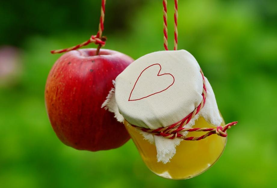 ऐसे ही अगर आप रोज एक सेब अपनी डाइट में शामिल करते हैं तो ये भी आपके शरीर में हिमोग्लोबिन के स्तर को बढ़ावा देता है. पेट से जुड़ी समस्याओं को दूर करता है.