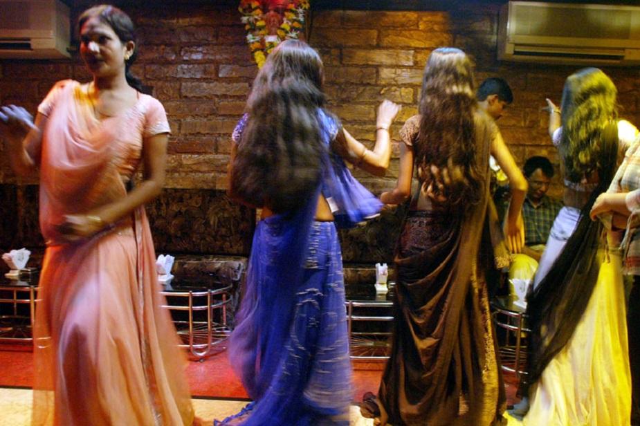 बार डांसर, मुंबई की बार डांसर, क्रिकेट सट्टेबाज़ी, आईपीएल सट्टेबाज़ी, बार डांसर की कहानी, bar dancer, bar dancer of Mumbai, betting on cricket matches, betting in IPL, story of bar dancer