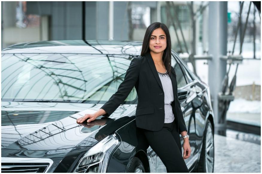 भारतीय मूल की दिव्या सूर्यदेवरा को अमेरिका की सबसे बड़ी मोटर-कार बनाने वाली कंपनी जनरल मोटर्स की चीफ फाइनेंस ऑफिसर (CFO) बनाया गया है. दिव्या मौजूदा समय में वाइस प्रेसिडेंट कॉर्पोरेट फाइनेंस के तौर पर काम कर रही हैं. वह 1 सितंबर से मौजूदा CFO चक स्टीवंस की जगह कार्यभार संभालेंगी. चेन्नई की सूर्यदेवरा (उम्र 39 साल) 2017 से जनरल मोटर्स की वाइस प्रेसिडेंट के तौर पर काम कर रही हैं. वह अब सीईओ मैरी बर्रा को रिपोर्ट करेंगी. मैरी 2014 से इस कंपनी की हेड हैं.