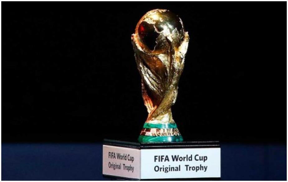2026 में होने वाले विश्व कप टूर्नामेंट में 32 के बजाए 48 टीमें हिस्सा लेंगी. इस टूर्नामेंट में 80 में से 60 मैच अमेरिका में खेले जाएंगे, वहीं कनाडा और मेक्सिको में 10-10 मैच खेले जाएंगे. अमेरिका में क्वार्टर फाइनल मैच भी खेले जाएंगे.