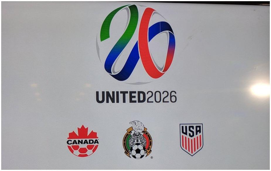 फीफा के इतिहास में ऐसा पहली बार हो रहा है कि तीन देशों को विश्व कप टूर्नामेंट की मेजबानी का कार्यभार सौंपा गया है. कांग्रेस में 200 से अधिक राष्ट्रीय फुटबॉल संघों ने मतदान किया.अमेरिका, मैक्सिको और कनाडा की संयुक्त दावेदारी को 134 वोट मिले. मोरक्को को 65 वोट मिले.