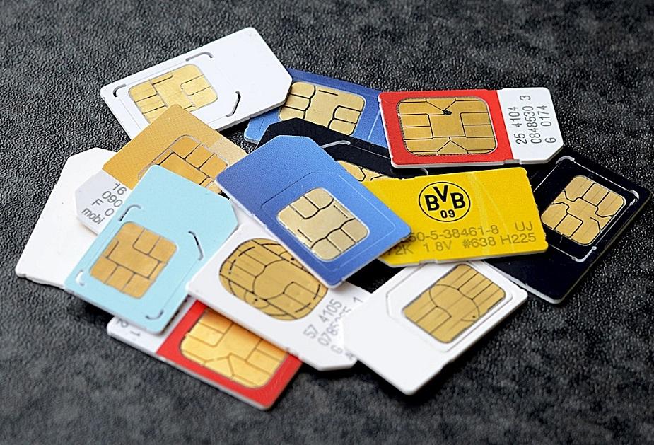 इस प्रक्रिया में केवल संबंधित जानकारी तक ही पहुंच होती है और टेलीकॉम कंपनी वैरिफिकेशन के लिए इसका इस्तेमाल करती है. इसके अलावा, जिन लोगों के पास आधार नंबर नहीं हैं, खासतौर से NRI और विदेशी, वह सरकार की तरफ से जारी किए गए दूसरे आइडेंटिटी कार्ड दिखाकर नया मोबाइल सिम और कनेक्शन ले सकते हैं.