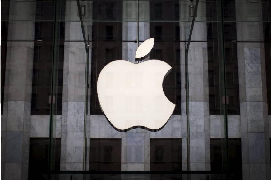 टेक्नोलॉजी सेक्टर की दिग्गज Apple आज यानी 12 सितंबर 2018 को अपने सालाना इवेंट में नए iPhone और गैजेट्स लॉन्च करेगी. एप्पल अपने प्रोडक्ट्स क्वालिटी के लिए मशहूर है. Apple आईफोन की ज़्यादा कीमत की वजह से हम सब इसे खरीद पाएं ये नामुमकिन है, मगर हर बार नए टेक्नोलॉजी से लैस आईफोन्स की चर्चा हर तरफ रहती ही है. हम सब ने देखा होगा कि एप्पल का लोगो आधा सेब है, मगर कभी सोचा है कि इसके लोगो (logo) में आधा कटा सेब क्यों है? जी हां, यह सवाल हर उस शख्स के दिमाग में आता है, जो भी एप्पल का लोगो देखता है. तो आगे की स्लाइड में जानें इस आधे कटे सेब की वजह...