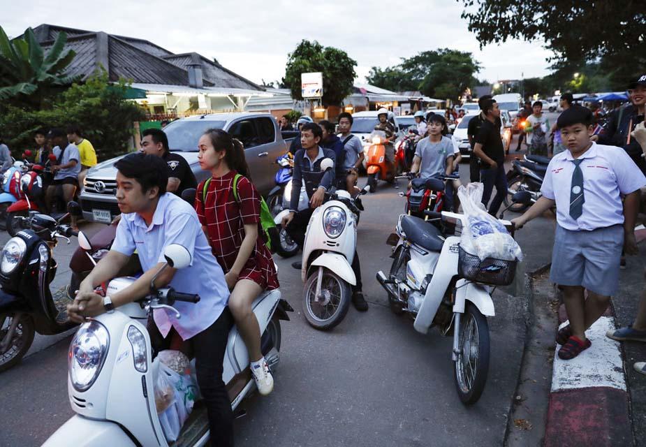 इसी के साथ एक लंबा और जोख़िम भरा अभियान अपने सुखद अंजाम तक पहुंचा हैं. थाईलैंड नेवी सील ने सभी के सुरक्षित निकाले जाने की जानकारी दी.