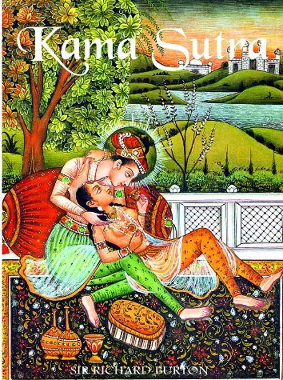दरअसल ये दुनिया की पहली किताब थी, जो बेहतर तरीके से यौन संहिता की बात करती थी, साथ ही एक बेहतर वैवाहिक जीवन बिताने और जीवन में खुश रहने के तरीके बताती थी. जब इसका अंग्रेजी अनुवाद प्रकाशित हो गया तो ये दुनिया के अलग अलग हिस्सों में पहुंची तो धड़ाधड़ इसका अनुवाद होने लगा. ये भारत की अकेली किताब है, जिसका अनुवाद लगभग हर भाषा में होने लगा.