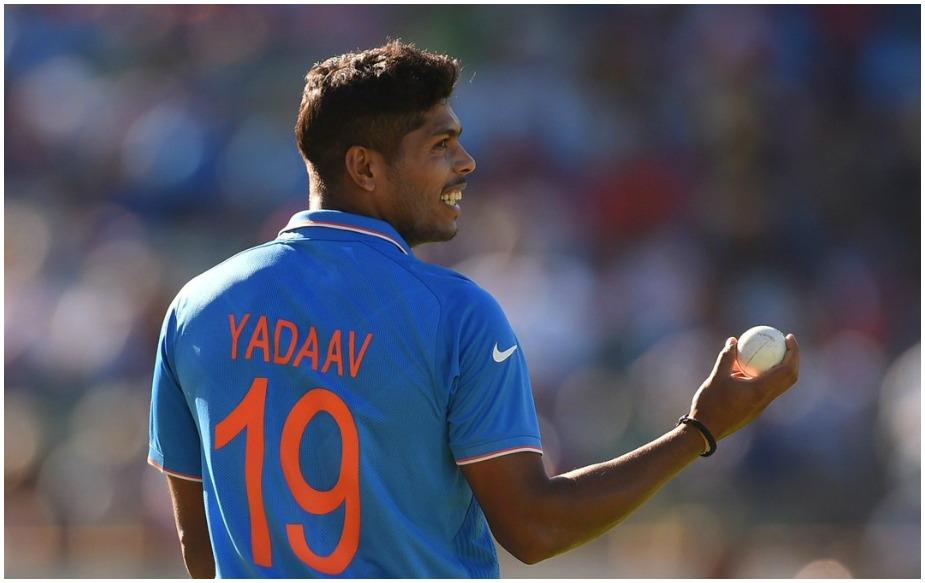 एक वक्त था जब इंग्लैंड का स्कोर 17 ओवर में 4 विकेट पर 175 रन था और बेयरस्टो और बेन स्टोक्स क्रीज पर थे. इंग्लिश टीम बड़ी आसानी से 200 रनों के पार जाती दिख रही थी लेकिन आखिरी तीन ओवर में टीम इंडिया ने जबर्दस्त वापसी की.