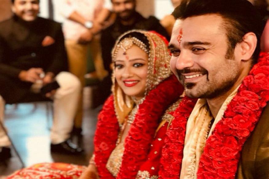 खबर आ रही है कि मिथुन के बेटे महाअक्षय और निर्देशक सुभाष शर्मा की बेटी एक्ट्रेस मदालसा शर्मा ने 7 जुलाई को ही शादी कर ली है. शुरुआत में खबर भी यही आ रही थी कि मिमोह यानी कि महाअक्षय और मदालसा 7 जुलाई को ऊटी के होटल द मोनार्क में शादी के बंधन में बंधेंगे.