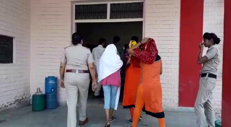 पुलिस ने एक टीम बनाई और स्पा सेंटर में रेड मारी. पुलिस की मानें तो ऐसे काम करने वालों को वो बख्सेंगे नहीं.