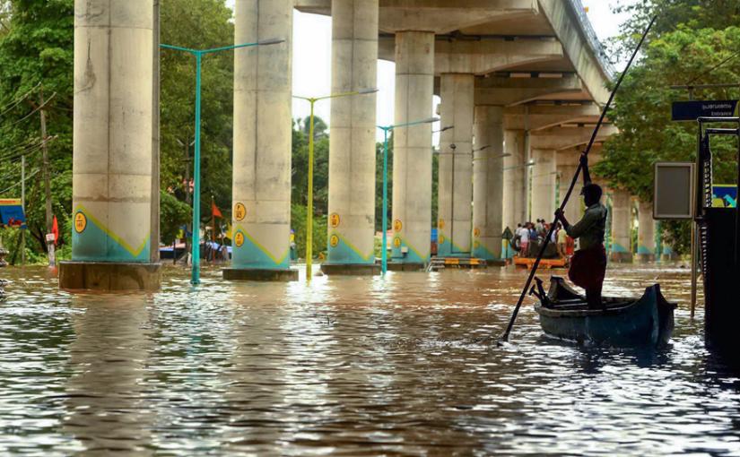बाढ़ से 324 लोगों की मौत, 3 लाख बेघर, मोदी लेंगे स्थिति का जायजा