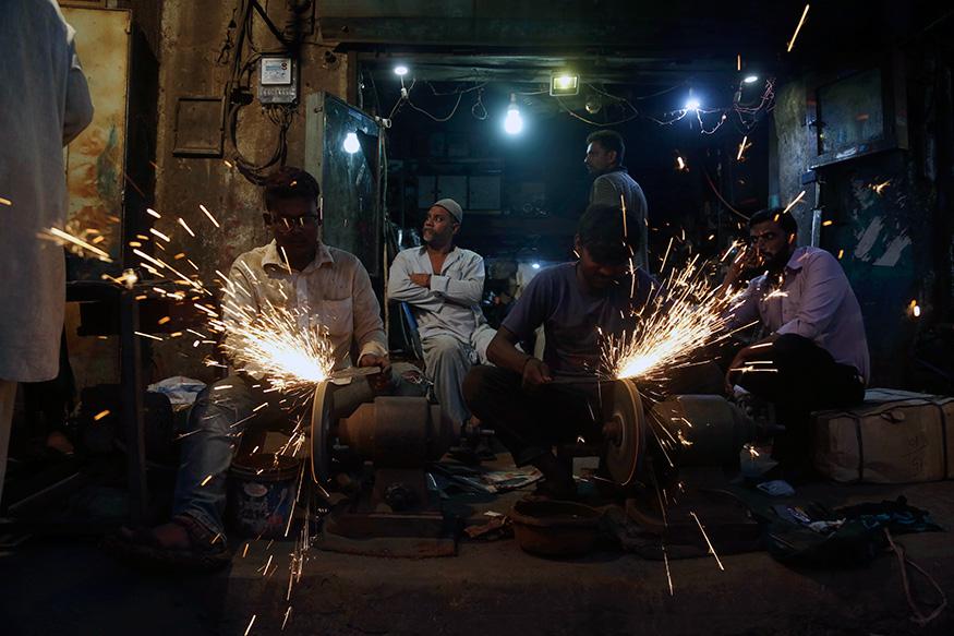 पाकिस्तान के कराची में गली मोहल्लों में ईद की तैयारियां.