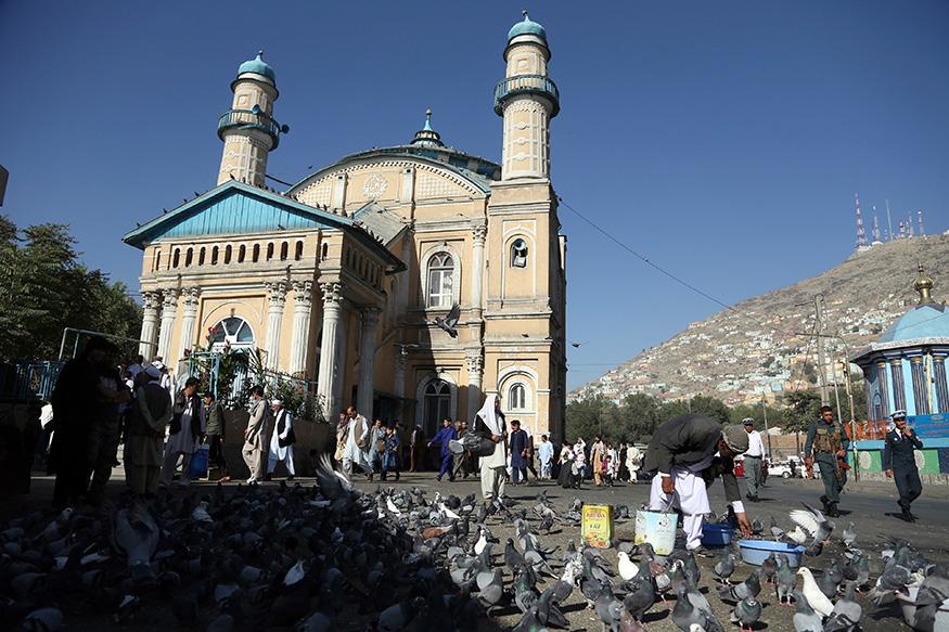 अफगानिस्तान के काबुल में शाह ए दश्मशेरा मस्जिद के पास ईद से पहले बाजार की रौनक.