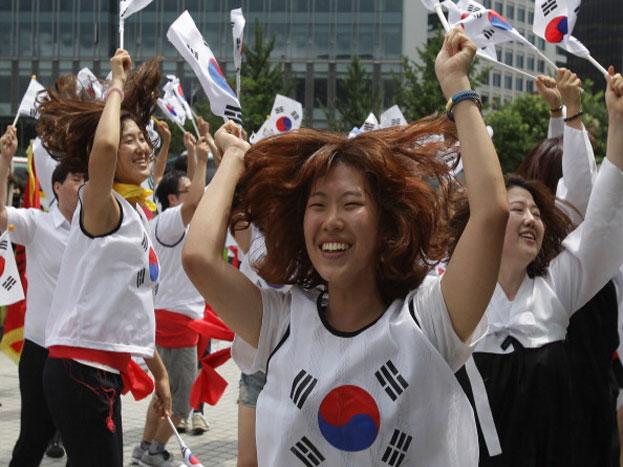 दक्षिण कोरिया को 15 अगस्त 1945 में जापान से आजादी मिली थी. साल 1910 से 1945 तक कोरियाई प्रायद्वीप जापान का गुलाम था. दरअसल आज जिसे हमें दक्षिण कोरिया और उत्तर कोरिया के रूप में देख रहे हैं वह 1948 तक संयुक्त था, लेकिन इसे बाद में दक्षिण कोरिया और उत्तर कोरिया में बांट दिया गया.