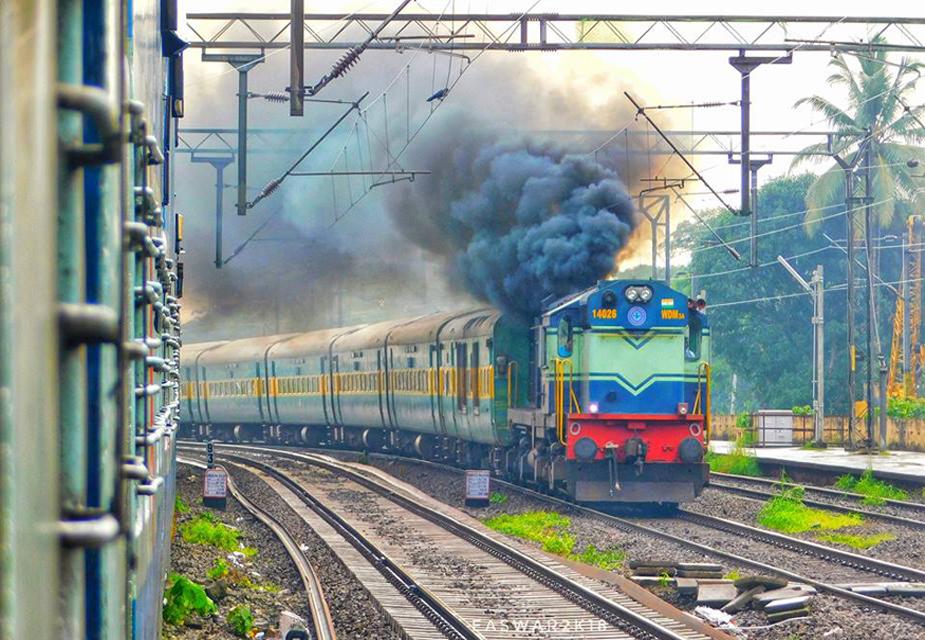 ट्रेन रद्द होने पर पूरा रिफंड: अगर ट्रेन रद्द हो जाती है तो आपको अपनी टिकट का पूरा पैसा वापस मिल जाएगा. रेलवे के नियमों के मुताबिक, ट्रेन के डिपार्चर के समय से तीन दिनों के भीतर की अवधि तक आप टिकट रिफंड ले सकते हैं.