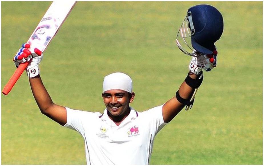 वेस्टइंडीज के खिलाफ डेब्यू करने वाले टीम इंडिया के बल्लेबाज पृथ्वी शॉ का आज जन्मदिन है. पृथ्वी शॉ आज 19 साल के हो गए हैं. छोटी सी उम्र में इस बल्लेबाज ने काफी नाम कमा लिया है. उनसे उम्मीदें हैं कि वो एक दिन सचिन और विराट के रिकॉर्ड्स को भी तोड़ेंगे. टीम इंडिया के कप्तान विराट कोहली पृथ्वी शॉ को खुद से ज्यादा टैलेंटेड मानते हैं. उनका मानना है कि पृथ्वी की उम्र में टीम इंडिया का कोई भी बल्लेबाज उनका 10 फीसदी भी नहीं खेलता था.