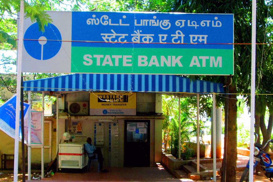 भारतीय स्टेट बैंक (एसबीआई) ने अपने ग्राहकों को अच्छी सर्विस देने के लिए एक अहम बदलाव किया है. अगर आपका SBI में अकाउंट है तो ये खबर जाननी आपके लिए बहुत जरूरी है. छह एसोसिएट बैंकों के मर्जर के बाद स्टेट बैंक ऑफ इंडिया (SBI) में बड़ा चेंज सामने आया है. आगे जानें SBI बैंक की कौन सी चीजें बदली हैं.