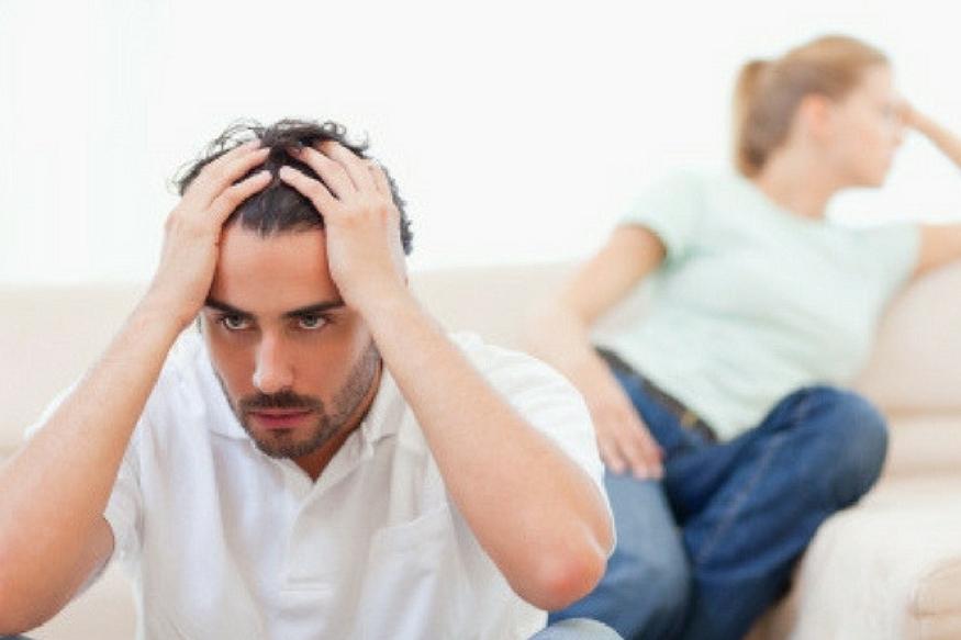 पति घर आएं तो आपके चेहरे पर गुस्से के चलते बारह बजे हों तो स्थितियां और बिगड़ जाएंगी. ऐसे में जरूरी है कि आप घर का माहौल अच्छा रखें, ताकि जब पति काम की टेंशन से लौटें तो रिलैक्स महसूस कर सकें. खुद अच्छेे से तैयार रहें और पति के खानपान और फिटनेस का ध्यान रखें.