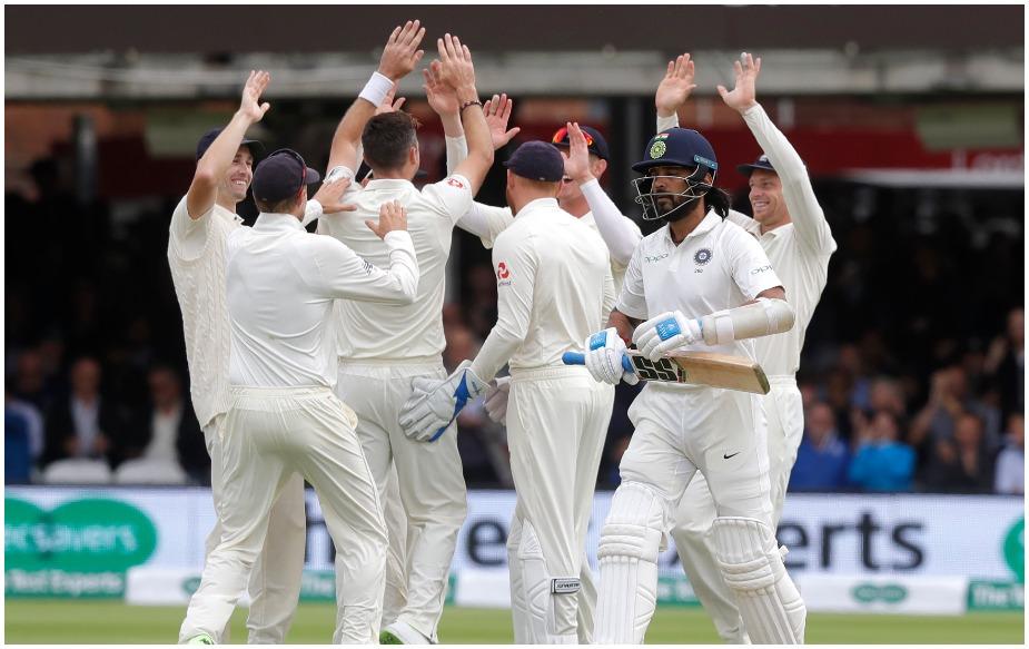 दूसरी पारी में भारतीय ओपनर मुरली विजय के विकेट के साथ ही जेम्स एंडरसन ने लॉर्ड्स मैदान पर 100 टेस्ट विकेट लेने का रिकॉर्ड बना लिया है. लॉर्ड्स के मैदान पर अब उनके नाम 101 विकेट हो गए हैं, क्योंकि केएल राहुल को भी उन्होंने आउट करने में सफलता हासिल की है.वह लॉर्ड्स के ऐतिहासिक मैदान पर ऐसा करने वाले इकलौते गेंदबाज़ हैं.